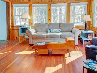 Waterfront Maine cottage with firepit and private dock!, Nobleboro