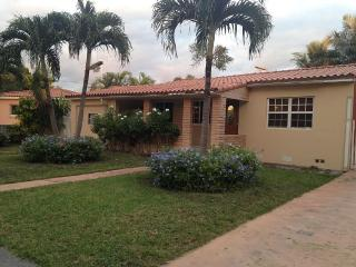 My House in Miami, Charming House 3/2