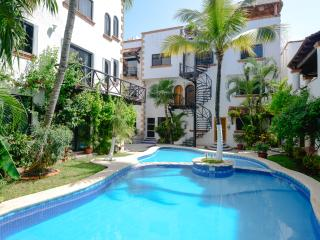 Great located 1-bdr condo, 1,5 block from beach