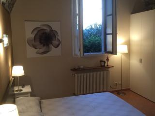 Apt in a Villa, with Garden and Carport, Como