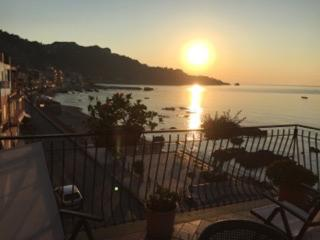 SEA FRONT APARTMENT with terrace, Taormina