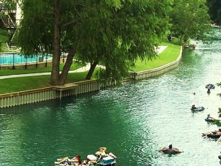 Comfy Condo on the Comal River!, New Braunfels