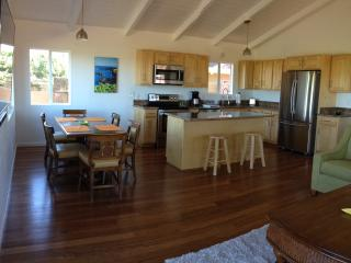 Permitted ocean view home walk to town & beaches, Paia