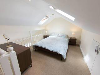 Whole house sleeps 12 in Tooting, London