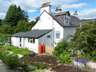 ROSEVALE COTTAGE, great for walking and cycling, lackable bike storage, near Kilcreggan, Ref 919361