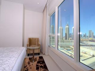 Canal View 1 Bedroom Apartment IV, Dubai