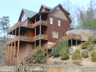 Beautiful 5 Bedroom Luxury Lodge, Pigeon Forge