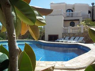 VILLA ALIXI IN COSTA TEGUISE FOR 8P, Costa Teguise