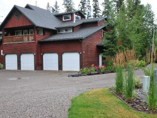 Ski-In Mountain Side Townhome with Hot Tub, Fernie