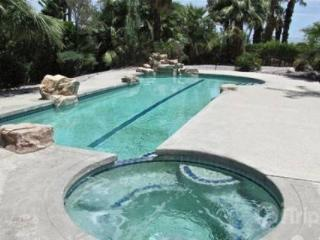 Desert Jewel!  NEWLY REMODELED  Your own Private Resort, Beautiful Mountain Views, Walk to El Paseo, Palm Desert