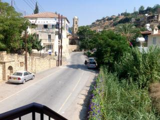 2 bed self catering apartment in a village setting, Tochni