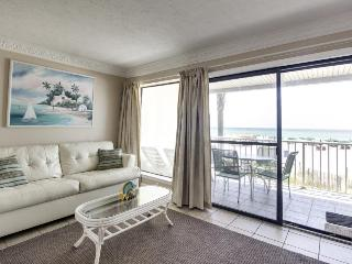 Intimate Gulf front condo for four with community pool!, Panama City Beach