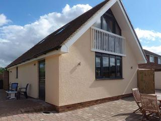THE WILLOWS, Sky TV, WiFi, shared gym, croquet lawn, near Wingham, Ref 903799
