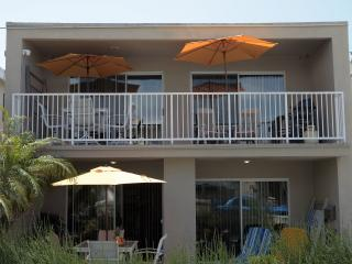 Ocean View!  Sleeps 17 guests!  2 Garages/6 Bikes, Newport Beach