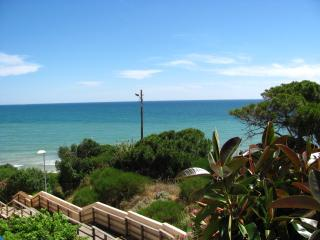 Sea View Apartment 30 meters from the Beach in Alb, Olhos de Agua