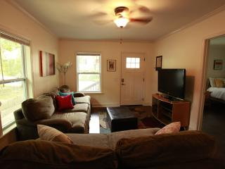 3BR/2BA Adorable Bungalow 3Min from Airport, Hapeville