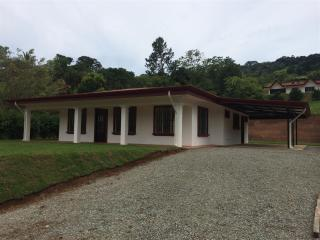 3 Bd/2 Bath Fully Furnished 2200 sf Mountain Home, San Isidro de El General