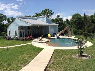 Trinity Cross Ranch Guest house, pool, horse board, College Station