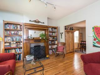 Cozy Victorian Townhome - Walk to Downtown, Denver