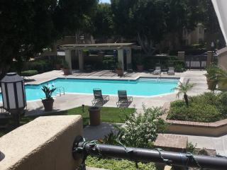 Contemporary 1 bdrm with pool and spa, Irvine