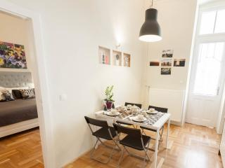 Outstandingly central cosy 2BR-2BA at Basilica, Budapest