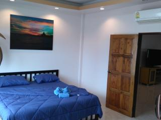 Huge 2 bedroom apartment with sea view and pool., Pattaya