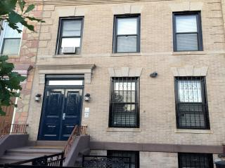 Townhouse Apartment 2 Bedrooms, Brooklyn