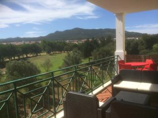 Apartment with lovely mountain and golf view, Sintra