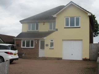 Modern, fully equipped 4 bedroom family house, Horns Cross