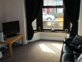 3 bed terraced house to rent in magnificent Leeds