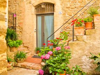 Cosy medieval flat 20m from square, Bettona