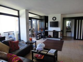 A 3 BEDROOMED, ,FREE WIFI,FREE AIR/CON,,HEATING, Torremolinos