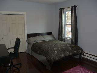 Comfortable Big Room Close to T and Boston, Somerville