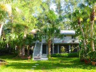 Coconut Palm Cottage - Tropical Beach Getaway, Little Gasparilla Island
