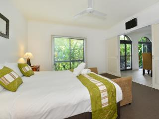 Unit 14 Mango Lagoon Premier Courtyard Apartment, Palm Cove