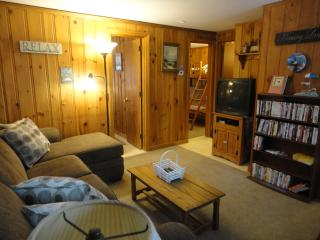 Cleaning included; Wshr/Dryr; Wi-Fi; WALK 2 beach!, Dennis Port