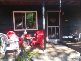 Cozy Hill Haven, Idyllwild--Beat the HEAT & Relax!