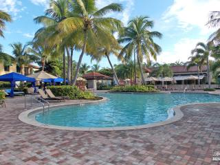 Large 3BR Cottage in the Fabulous Naples Bay Resort!, Napels