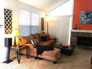 Spacious & Comfortable 2 story townhome, Denver