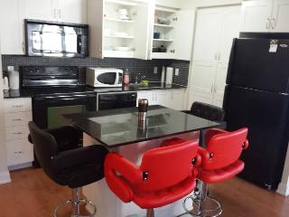 BEST LOCATION 3 BEDROOMS FURNISHED CONDO, Mississauga