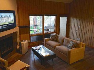 Upgraded Loft Mt.Bachelor Village Condo, Bend