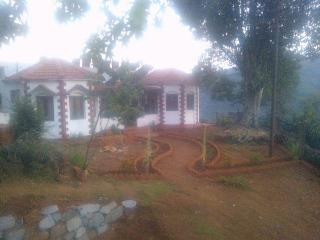 Gulnaar Cottage:Walk with the Clouds Coonoor,India