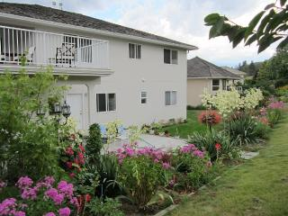 Beautiful 2 Bedroom Apartment in a Large House, Kelowna