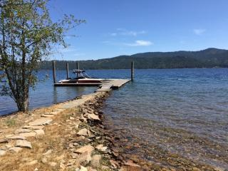 Coeur d'alene Lake House with 110' of beach, Coeur d'Alene