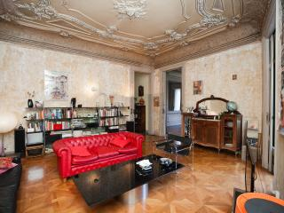 Our House: Architects' flat. Modernisme, Barcelona