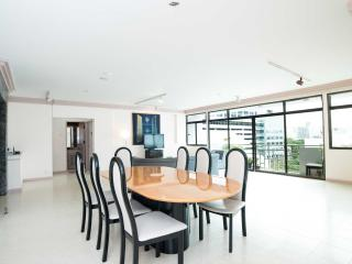 9FL Central spacious trendy condo, Bangkok