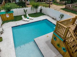 Blue Lagoon: PRIVATE POOL, 6 Seat Golf Cart, Walking Distance to Everything, Port Aransas