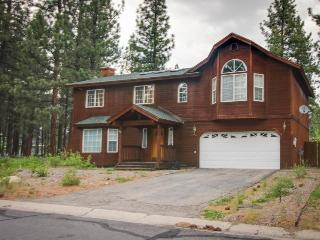 Lovely three-bedroom home with a pool table and deck, South Lake Tahoe