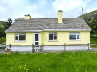 LOUGH FEE COTTAGE, solid fuel stoves, pet-friendly, Sky TV ground floor, near Tully, Ref. 927184