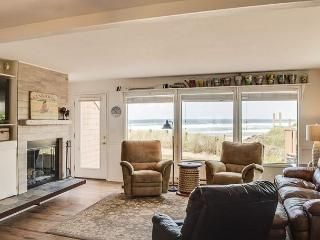 Updated Luxury with Private Oceanfront Deck!, Neskowin